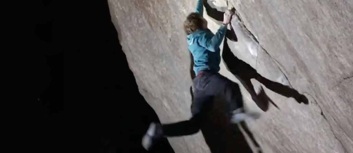Dylan-Chuat-er-ffnet-Boulder-SB-do-8b-im-Val-Bavona