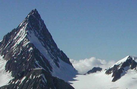 Dos montañeros caen y mueren en el Finsteraarhorn