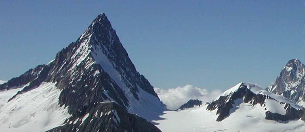 Zwei-Bergsteiger-st-rzen-am-Finsteraarhorn-in-den-Tod