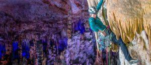 Kritisiert: Caroline Ciavaldini und James Pearson klettern in Tropfsteinhöhle