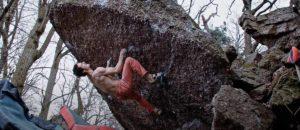 Video: Adam Ondra flasht 8b-Boulder Hloubka Ostroti