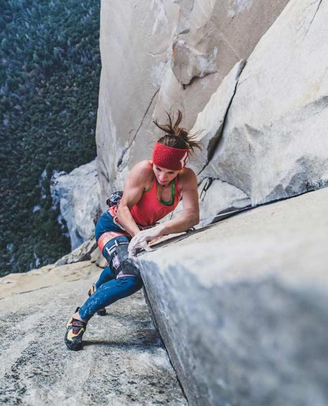 Babsi Zangerl in der Sequenz Changing Corner in The Nose am El Capitan, Yosemite Valley. (Bild Alex Eggermont)