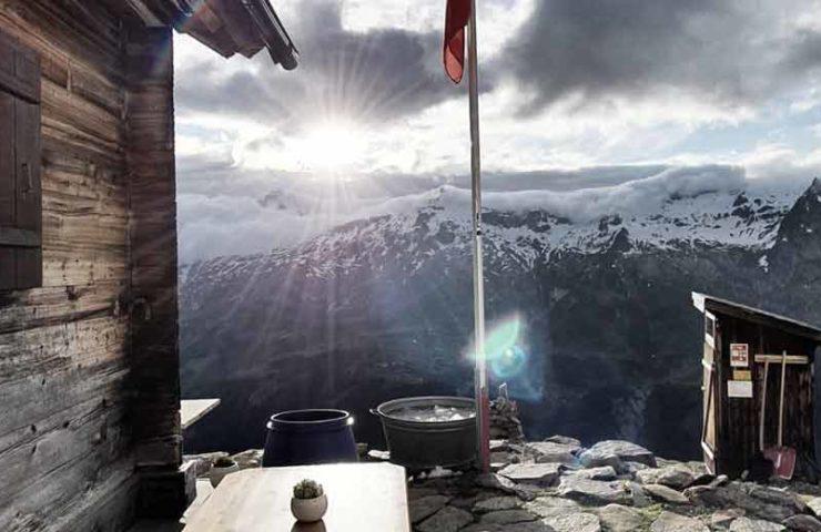 Hier tragen die Gäste Essen den Berg hoch: Tragbar