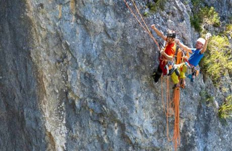 Imposing red point ascent: the Pou brothers score Jon (8a + / 8b)