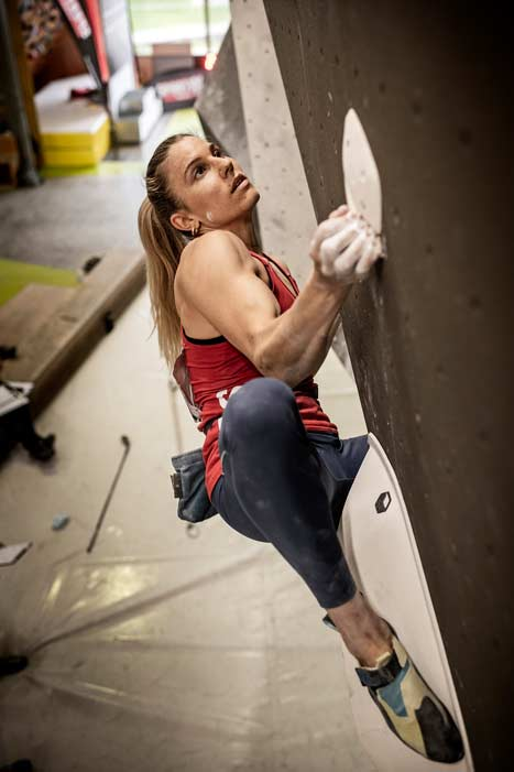 Petra Klingler secured the Swiss championship title thanks to a top in the last final boulder. (Image SAC / Joel Schweizer)