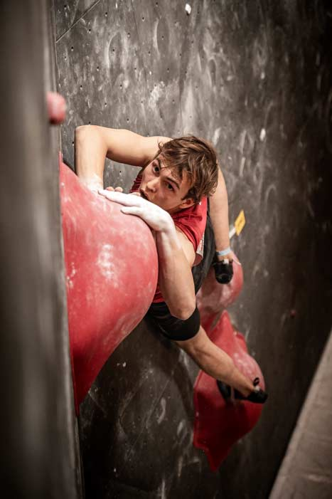 Louis Guignard was the only one to top all four final boulders. (Image SAC / Joel Schweizer)