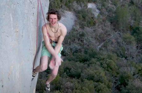 Video: Adam Ondra flasht 9a+ Super Crackinette