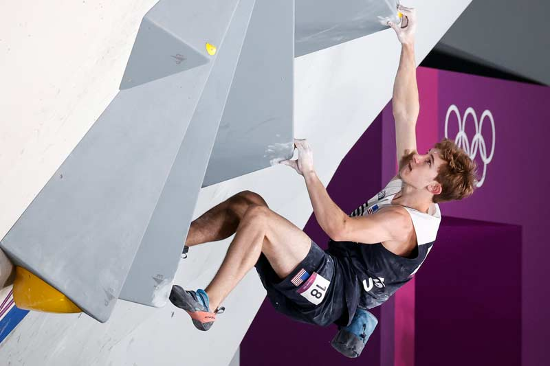Colin Duffy in the bouldering final of the Summer Olympics in Tokyo. (Image Dimitris Tosidis / IFSC)