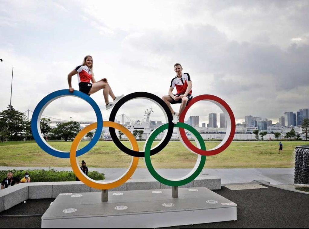 Jakob Schubert together with his compatriot Jessica Pilz in the Olympic Village in Tokyo. (Picture Olympic Team Austria)
