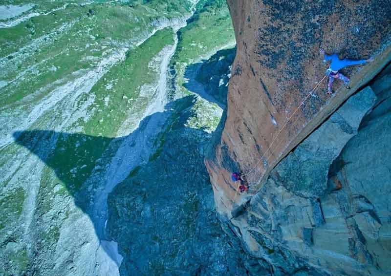 Seb Berthe bei der ersten freien Begehung der Route L' histoire sans fin (8b+). (Bild Fred Moix)