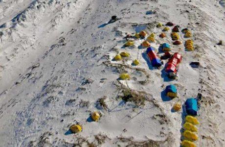 Cambio de tendencia en K2: grandes equipos comerciales en la montaña por primera vez