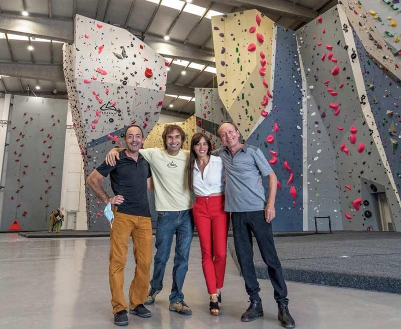 Die stolzen Hallenbesitzer Jean-Baptiste Tribout, Chris Sharma und Michael Wyser. (Bild Sharma Climbing)
