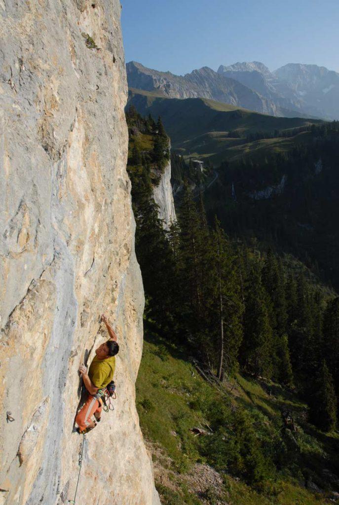 Fortgeschrittene Kletterer haben bei Elsigen viel zu tun, während Anfänger eher ins kalte Wasser geworfen werden.