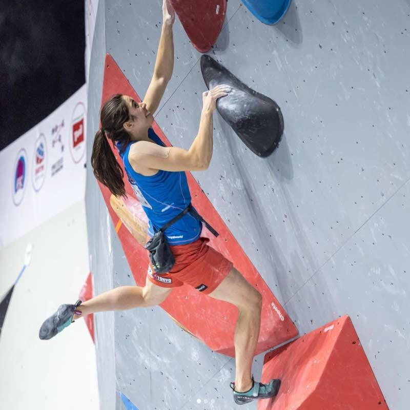 Unparallel-Athletin Stasa Gejo an einem Wettkampf mit dem Flagship Women. (Bild Jan Virt Photography)